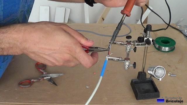 soldando los cables usb