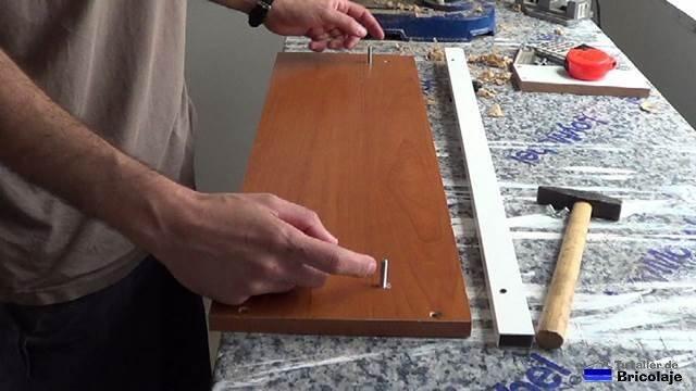 tornillos colocados para sujetar el  tope