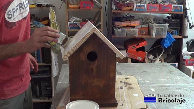 Cómo hacer una casita de pájaros en madera - tutallerdebricolaje.com a88042114b5