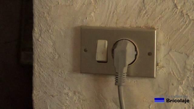 C mo colocar un enchufe con interruptor - Enchufes de luz ...