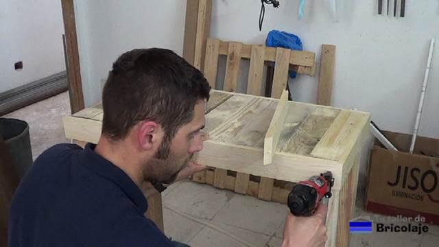 Cómo hacer una mesa recibidor con palets - tutallerdebricolaje.com