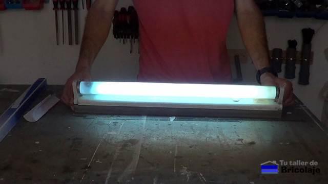 C mo sustituir un fluorescente convencional por uno led for Sustituir tubo fluorescente por led