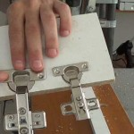 Cómo abrir agujeros para bisagras de cazoleta