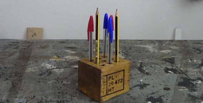 C mo hacer un portal pices o lapicero con madera de palets - Que hacer con los palets ...