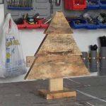 Cómo hacer un sencillo árbol de navidad con palets